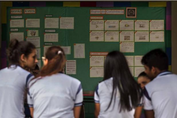 Alunos do colégio estadual Milton Dortas, no interior do Sergipe, que tem ótima colocação no Enem - Folhapress